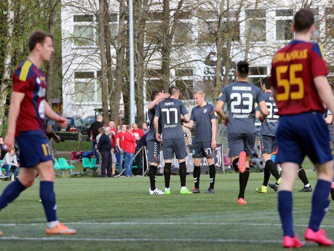 """""""Stumbro B"""" futbolininkai džiaugias įvarčiu LFF I lygos pirmojo rato rungtynėse."""