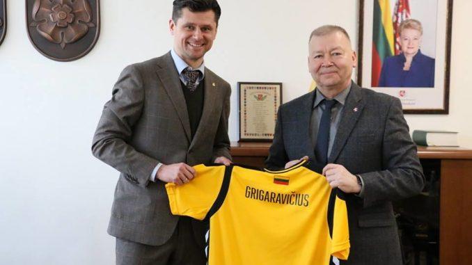 LFF prezidentas T. Danilevičius ir Alytaus meras V. Grigaravičius buvo susitikę ir lygiai prieš metus, kuomet aptarė Europos merginų (WU-17) čempionato Alytuje planus. LFF nuotr.